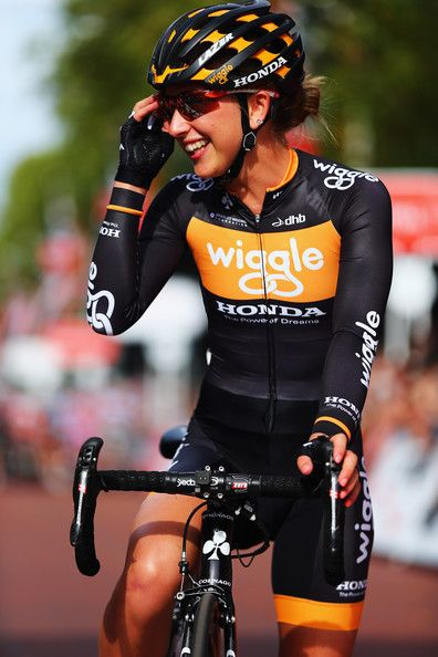 Laura Trott Photos - Laura Trott of Great Britain and Wiggle Honda awaits the start of the Prudential RideLondon Grand Prix Pro Womens race in St…