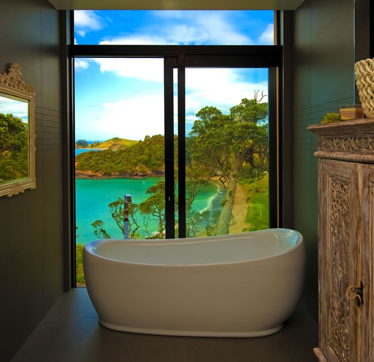 Bath with a view! Designed by Darren O'Neil of O'Neil Architecture #ADNZ #bath #view