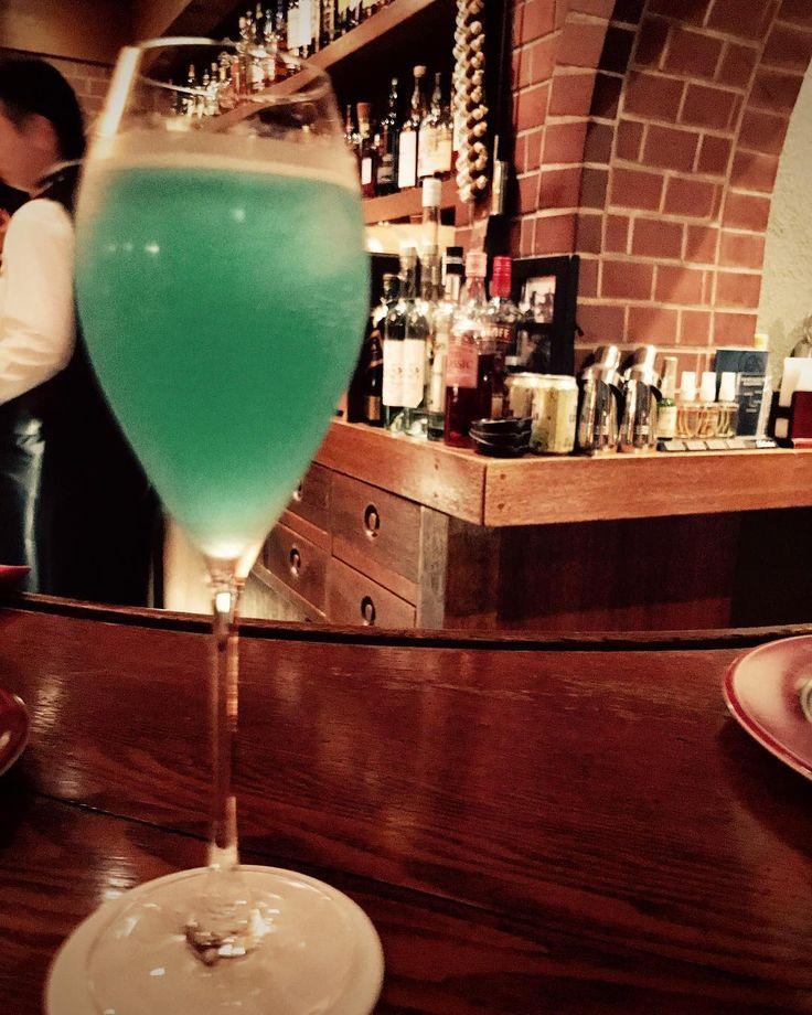 銀座のbarなんてめっちゃ緊張しちゃったけど 楽しかったなぁー . . MASAMI遂に銀座のbarデビューの巻笑 . . #このお酒はなんだったんだろう #名前はあるのかな #おいしかった #美味しいお酒 #おいしいお酒 #銀座 #銀座バー #bar #japanbar #japanesebar #お酒 #お酒女子 #生ハム好き #酒 #ライチ #バー #新橋 #すしざんまい #新橋バー #楽しかった #素敵なお店 #レトロバー #レトロ #レトロ感 #カクテル #お酒の種類が豊富 #drink #おしゃれ #オシャレ #お洒落