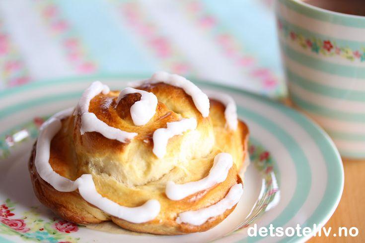 Roseboller med vanilje og sitronglasur