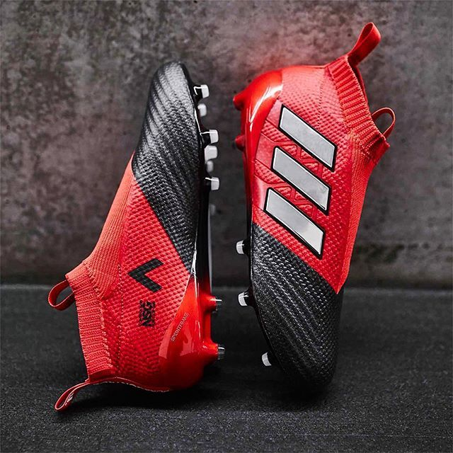 Who is a fan of the new @adidasfootball Red Limit Ace 17+ Purecontrol? Tag a mate who loves a ⚫️⚪️ colourway! . . Great shot by @soccerbible  . . #footydotcom #fcfc #footballboot #soccercleats #cleats #football #soccer #futbol #cleatstagram #totalsoccerofficial #fussball #bestoffootball #rldesignz #vamesuhype #adidas #adidasfootball #adidassoccer #adidasace #ace #ace17 #purecontrol #newrelease #redlimit #boxfresh #red #threestripes #featuredfootwear
