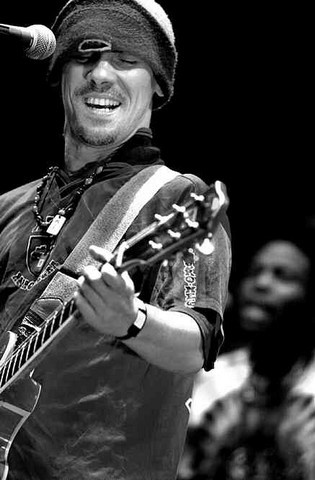 Manu Chao. Talented multi-lingual French musician of Spanish immigrants, he records and performs in Spanish, French, Portuguese and English.