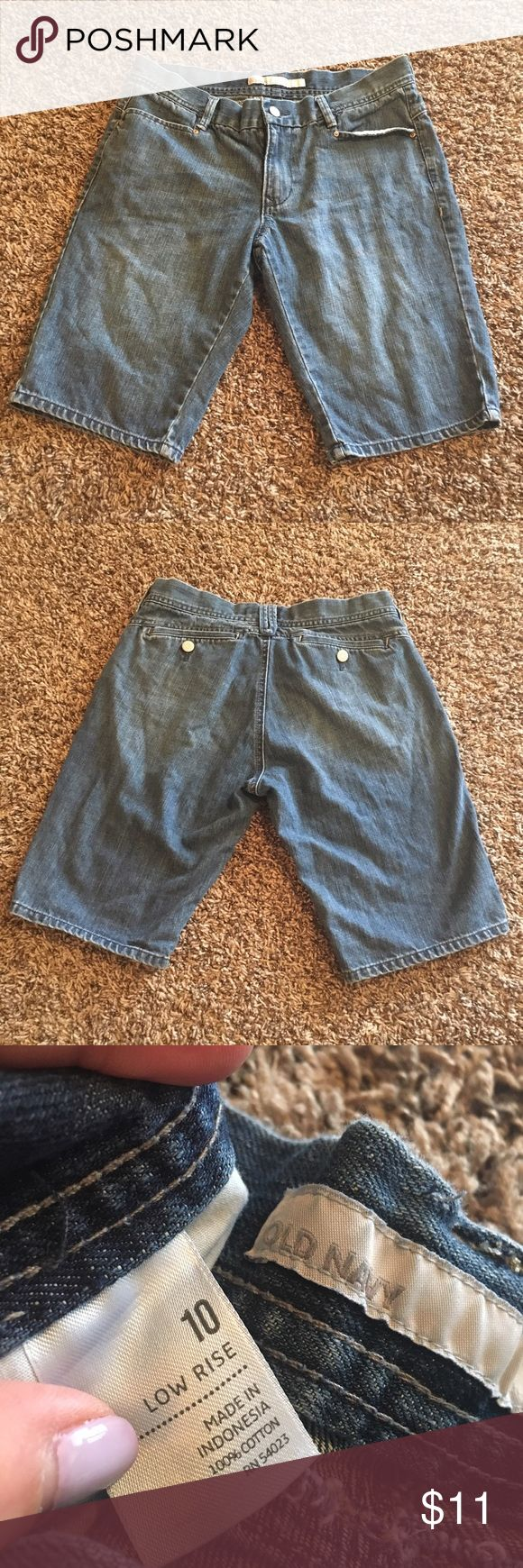 Women's Old Navy denim shorts. Size 10 Women's old navy low rise rise denim shorts in great condition. Size 10. Make an offer :) Old Navy Shorts Jean Shorts
