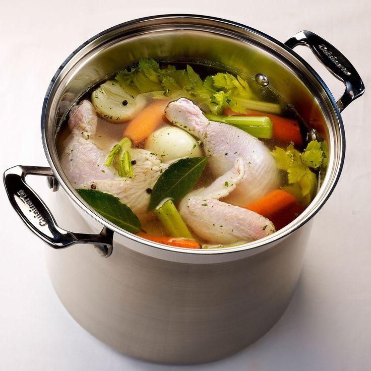 Découvrez la recette Poule au pot à la cocotte minute sur cuisineactuelle.fr.