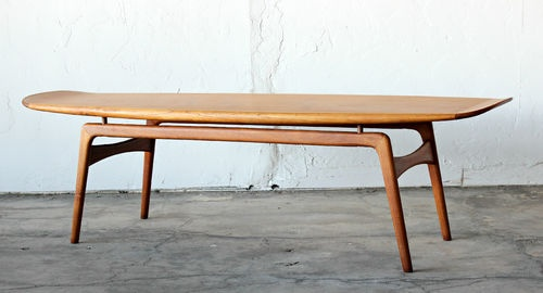 Mid Century Danish Teak Surfboard Coffee Table by Hovmand Olsen Mogens Kold | eBay (la: Is it possible to create something with these kind of lines for a dining table using Walnut? The danish surfboard kind of feeling on the top?)