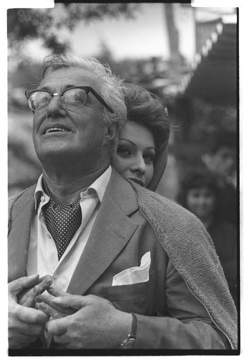 voxsart: Knits For The Chill 33. Vittorio De Sica and Sophia Loren.