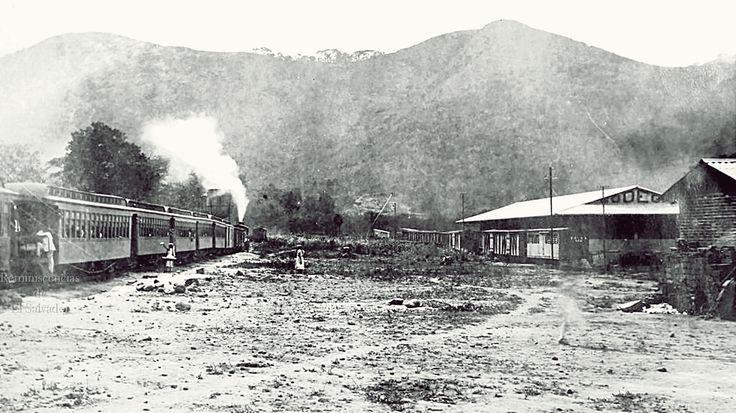 Estacion el ferrocarril Chalchuapa ,Santa Ana, •La primera línea en construirse ,conectó la ciudad de Sonsonate con el puerto de Acajutla, que después enlazó con Santa Ana y Chalchuapa y luego con San Salvador.