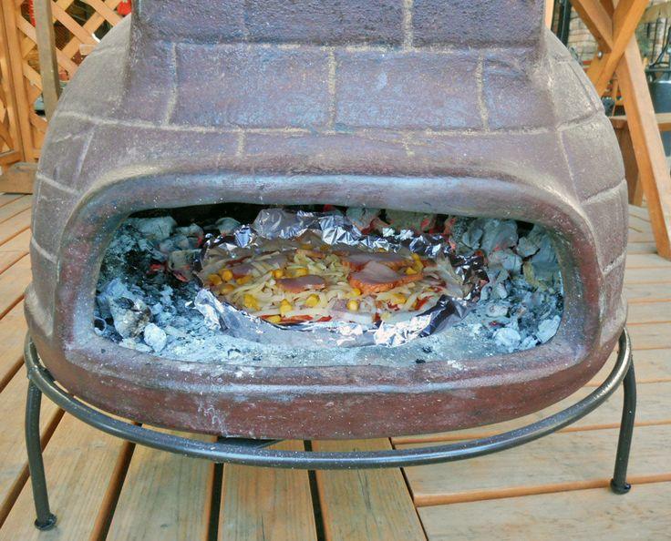 メキシコ直輸入!ピザ窯・BBQグリルでホームパーティー!⑫  ピザなどは、アルミ箔に乗せて窯に入れます。 ピザなら30分もあれば、何枚も焼けます! 火力によりますが、1枚が2~3分で焼けます。 手作りの新鮮なピザ生地は、まず生地のみで素焼きしてその後に具材を乗せて再度焼くとよいようです。