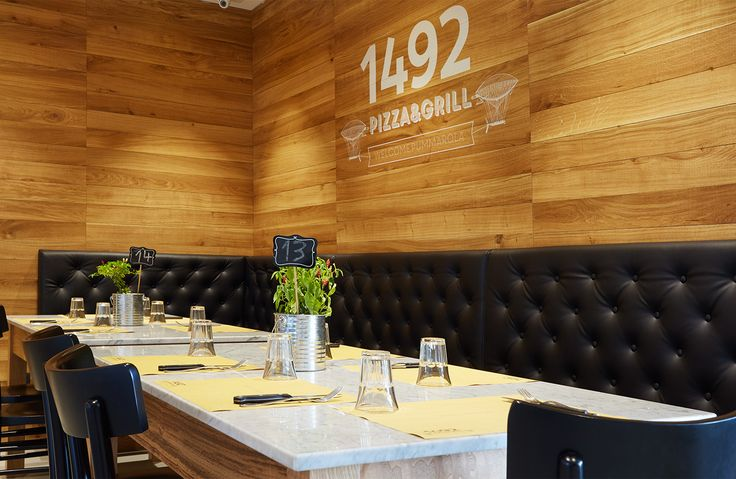 1492 is a pizza&grill located in Salerno. Concept&design by Bilodunk Studio. #restaurant #pizzeria #grill #meat #retro #vintage #hipster #design #wallpaper #milanochair #pizza #bilodunk #cheese&salami #salami #cheese #sofa #boiserie #wood #chester