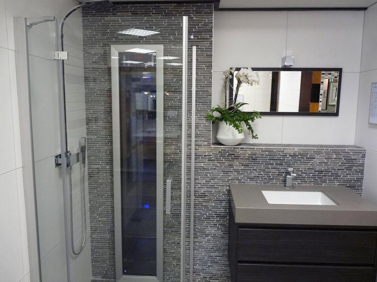 Oltre 25 fantastiche idee su bagni in marmo su pinterest - Rivestimento bagno economico ...