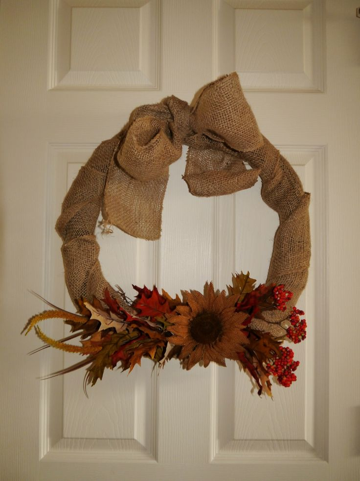 Very easy to make fall wreath, made of burlap and foliage