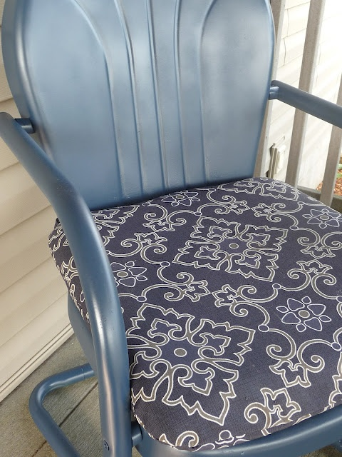 vintage metal chairs - redo I Like the thought of adding a cushion to the metal chair