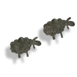 Une guirlande en feutre gris pour compter les moutons avant de s'endormir.