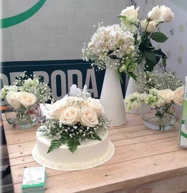 Tu boda ser inolvidable con ste hermoso pastel decorado - Decoracion de jarrones con flores artificiales ...