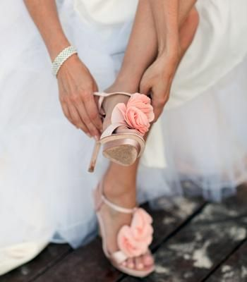 Beautiful blush wedding shoes. Photographer: Elise Donoghue