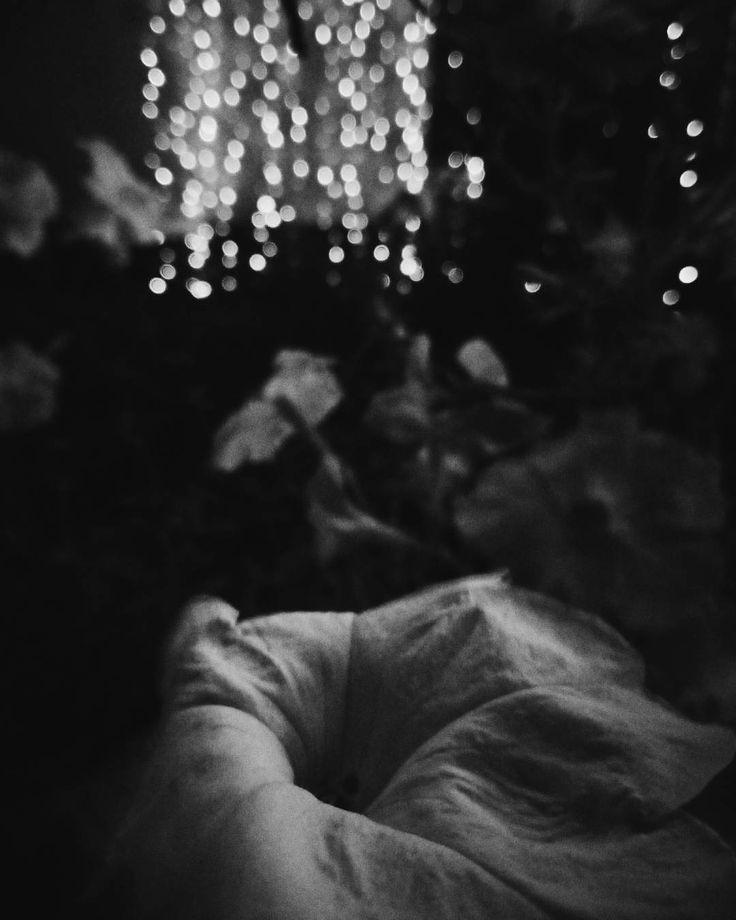 Дождливый день не менее важен чем солнечный. Особенно если к нему относиться не как к каре или кошмару а как к одной части жизни. Необходимой для того чтобы внутри и снаружи была гармония.  Автор Ольга Валяева  #vsco #vscocam #vscorussia #vscominimal #minimalism #bnw #minimal #monochrome #unlimitedminimal #insta_bw #bw #blackandwhite #bnw_society #nocolor #minimalismlife #bwlife #bw_lover #simple #blackandwhiteonly #bwoftheday #lessismore  #минимализм #чернобелое #чб #философия #психология…