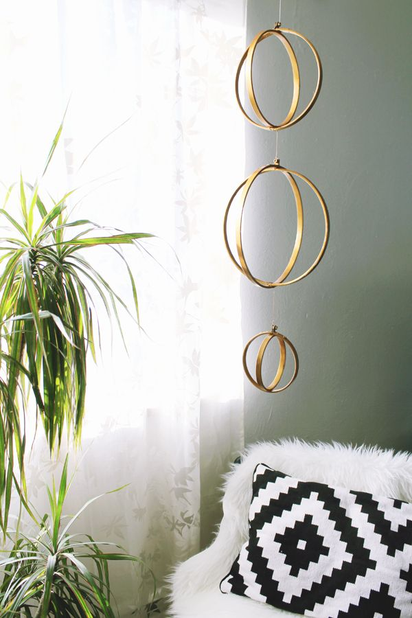DIY : Gold Geometric Mobile - Observant Nomad: Gold And Wood Decor, Diy Ideas, Diy Geometric, Crafts Ideas, Diy Gold, Geometric Mobiles, Gold Mobiles, Gold Diy, Gold Geometric