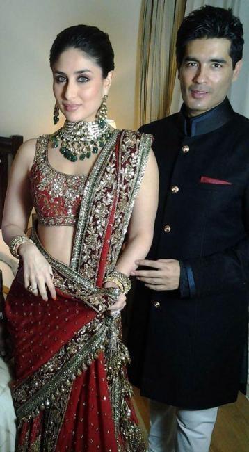 #KareenaKapoor in her wedding outfit posing with Manish Malhotra.