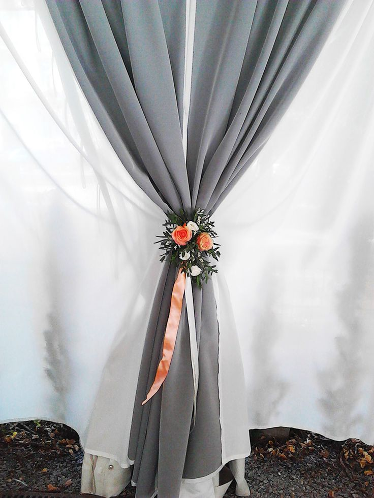 Flower decoration attached to curtains. Used flowers: salmon roses (Engagemnet and Lady Margret), Eustoma and ruscus. Designed by Floristika Klára Uhlířová Brno