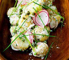 Bilde av lun og kremet potetsalat