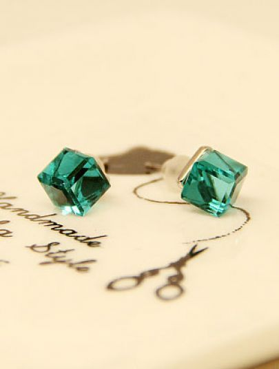 Green Diamond Cube Silver Stud Earrings pictures....http://www.pinterest.com/jodimac222/green-with-envy/