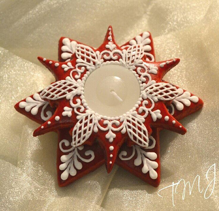 Red and white star christmas royal icing gingerbread candle holder./Piros-fehér karácsonyi  mézeskalács mécsestartó.