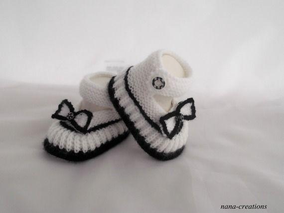 Chaussons, babies bébé en laine tricoté de la naissance à 3 mois, blanc et noir@nana-creations