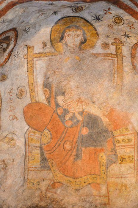 Ipogeo paleocristiano, Ardea, Lazio (a sud di Roma). Gli affreschi del V-VI secolo. Madonna in trono dovrebbe essere la rappresentazione più antica di Madonna in tutto il Lazio