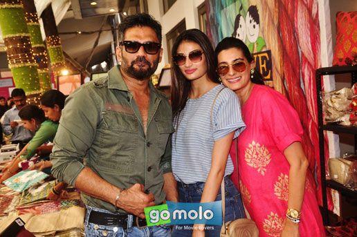 Sunil Shetty, Athiya Shetty & Mana Shetty at Araaish Exhibition at Hotel Blue Sea in Worli, Mumbai