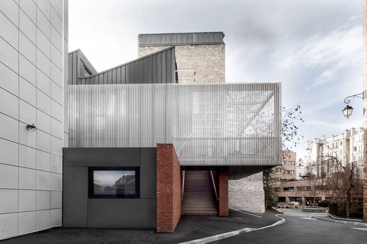 Pariser Leichtigkeit: Aufstockung mit Sheddach - DETAIL.de - das Architektur- und Bau-Portal