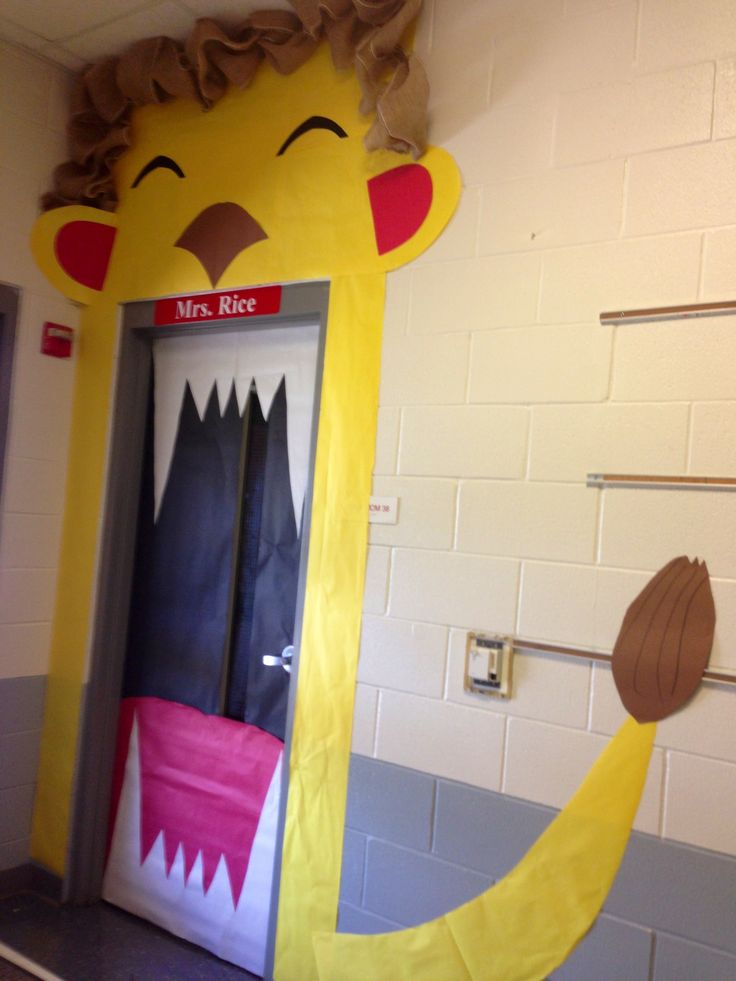 Lion Classroom Door. Pretty easy to make!! I used burlap for the mane but I think I'm gonna add more down the sides.