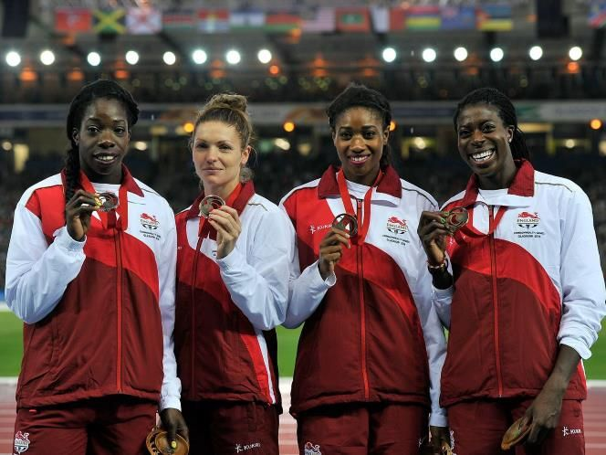 Anyika Onuora, Kelly Massey, Shana Cox and Christine Ohuruogu, with their bronze medals for the Women's 4x400m relay  (© PA)