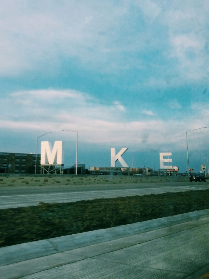 A sight you see coming and leaving the Milwaukee Airport. Photo credit to our employee Gisela Ortega here at Select Milwaukee.