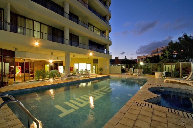 The Summit Apartments - The Summit Apartments Poolside - Brisbane Serviced Apartments