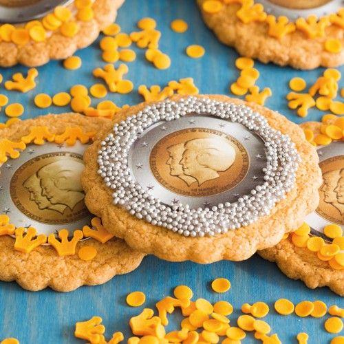 Maak deze schitterende koninklijke koekjes voor de kroning! Bak de koekjes met de cookie mix van FunCakes. Ook erg leuk om samen met kinderen te maken.