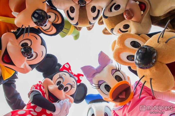 Minnie Mouse, Mickey Mouse, Donald Duck, Daisy Duck, Pluto, Goofy, Chip & Dale