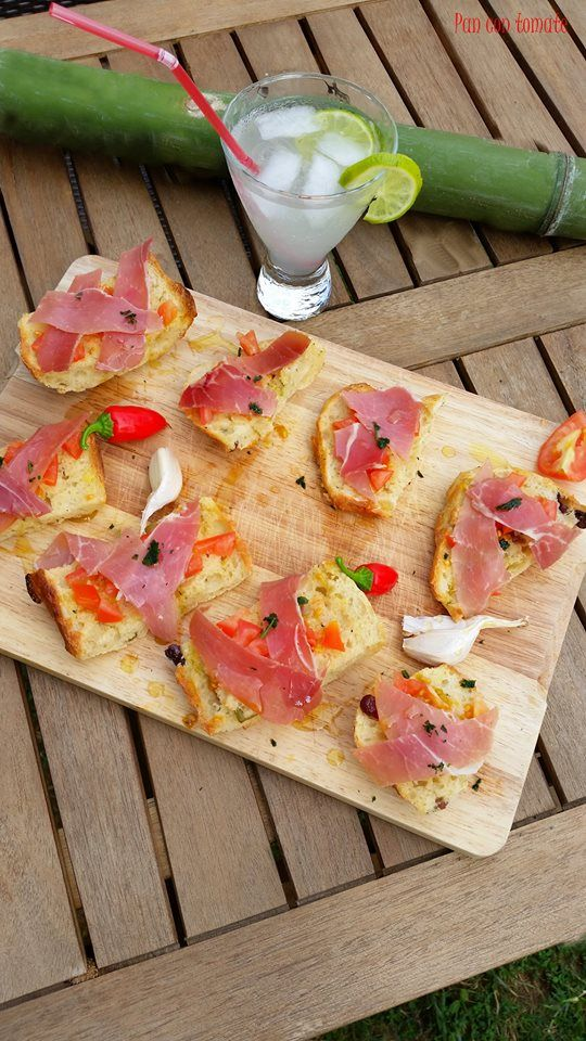 Pan con tomate ~ Perrine https://www.facebook.com/photo.php?fbid=10203922905011951&set=a.2900332666354.2158256.1201545135&type=1&theater