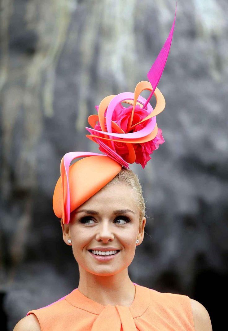 Les chapeaux du Royal Ascot : Le best of 2013 La chanteuse Katherine Jenkins porte bien le chapeau.