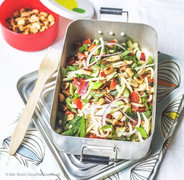 {Picknick & Lunch to go} Spicy Asia-Spaghettisalat mit knackigem Gemüse und Erdnüssen