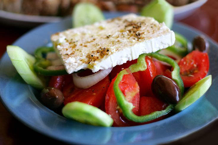 How to Prepare Horiatiki Salata: Traditional Greek Salad