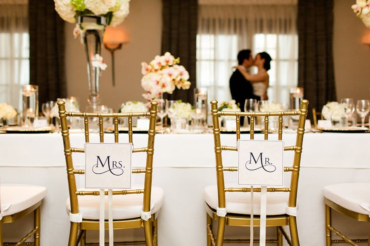 These Mr. and Mrs. labels make for a simple and elegant addition to the room decor (and an adorable photo-op!) || Photography: Bartek and Magda