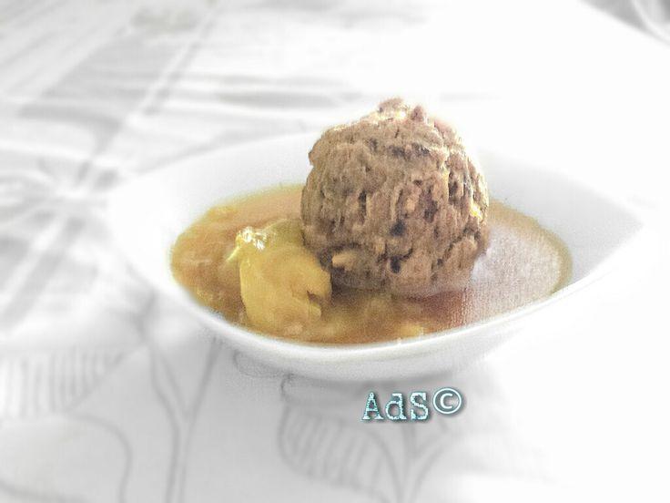 LAS PELOTAS DE MI ABUELA Porque la #tradición el #día de #Navidad en muchos #hogares #Españoles es el #puchero de #pelotas...  #Hoy.... las #pelotas de mi #abuela...   #Receta #Cocido  ●INGREDIENTES  -Carne surtida para cocido (pollo, magra de cerdo, ternera,espinazo)  - 2 Zanahorias  -1 rama de Apio  -Col (1hoja por pelota... *Receta completa en visitar
