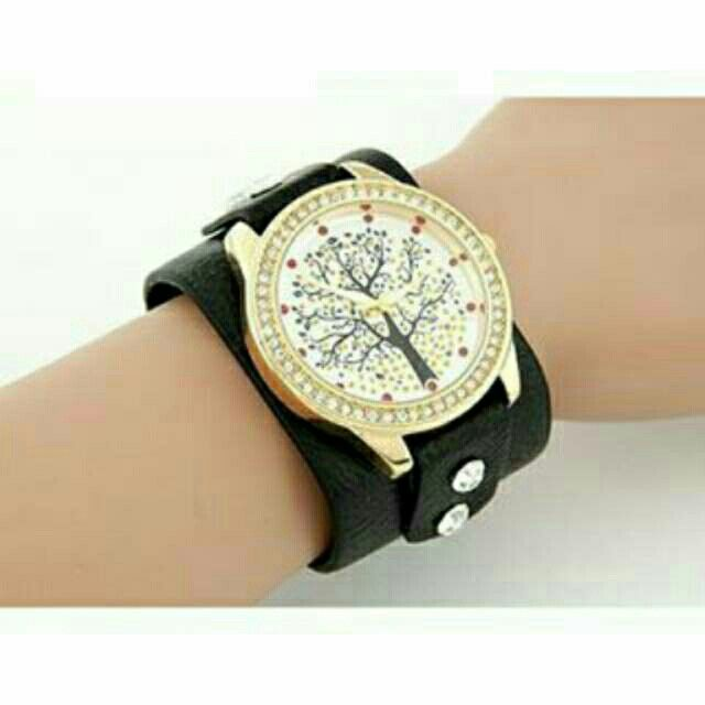Saya menjual Jam Tangan diamond decorated - T65CD6 seharga Rp182.000. Dapatkan produk ini hanya di Shopee! https://shopee.co.id/deventostore/5291730 #ShopeeID