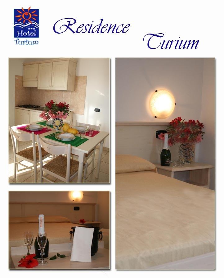 Gli appartamenti dell'Hotel Turium sono composti da una camera da letto, un angolo cottura con divano letto e un bango Il terrazzo della camera da letto si affaccia sulla piscina.