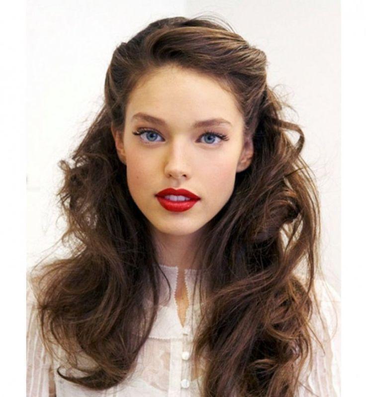 15 coiffures pour sublimer vos cheveux bouclés