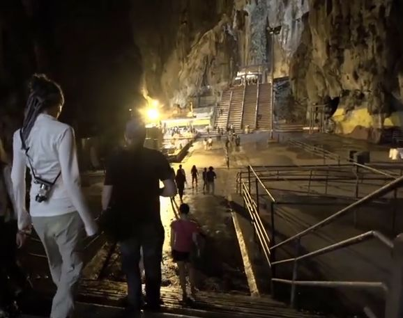 Kulala Lumpur, Petronas Towers and the Batu Caves. Team Outpost #Malaysia visits the #Petronas Towers, New #King's #Palace, National #Mosque in Kuala Lumpur and then heads off to explores the #Batu #Caves.
