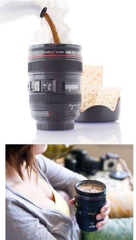 Realisztikus, a megtévesztésig hasonlító, fényképezőgép optika formájú bögre süteménytartó tálkával. A legjobb ajándék hobbifotós ismerősünknek,...