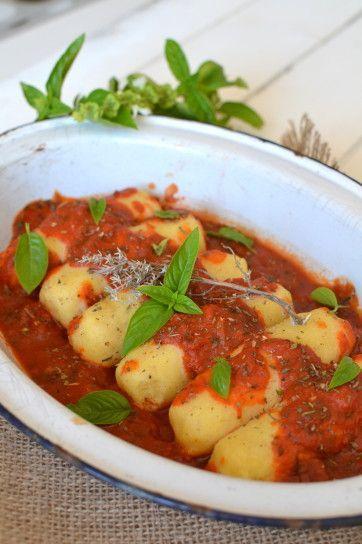 Semolina quenelles & tomato sauce // Quenelles de semoule de blé à la sauce tomate ~ Saveurs provençales http://www.lesrecettesdejuliette.fr