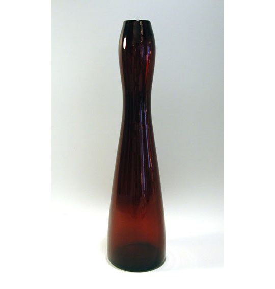 utopiaretromeodern.com - designer: Willy Johansson, produsent: Hadeland, periode: 1956, Munnblåst vase i rødt glass.