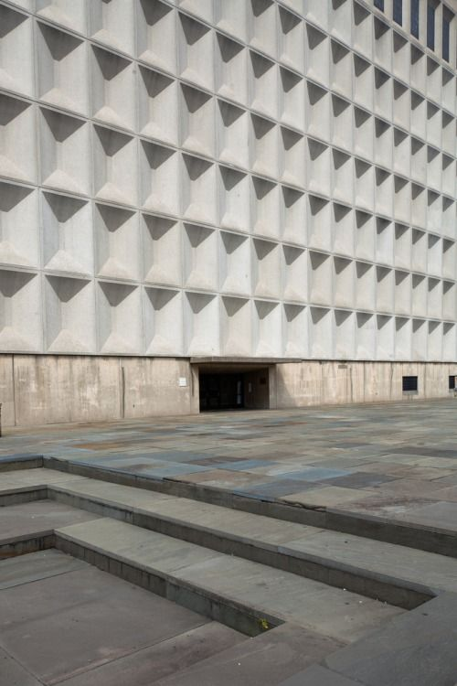 n-architektur:  Meister Hall, Bronx Community College, New York Marcel Breuer, 1964 Photographed by Doctor Casino  View this on the map
